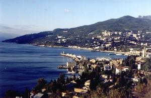 В Крыму неизвестный водитель сбил пешехода на тротуаре и скрылся с места ДТП