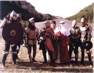 Одеть костюм, вырыть окоп, взять меч – и в прошлое…