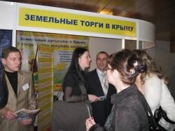 На туристической выставке в Ялте рекламируют крымские земельные аукционы
