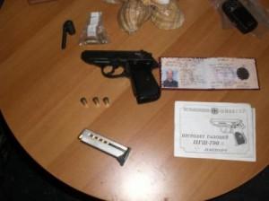В поселке Кировское правоохранители выявили «непростой» газовый пистолет